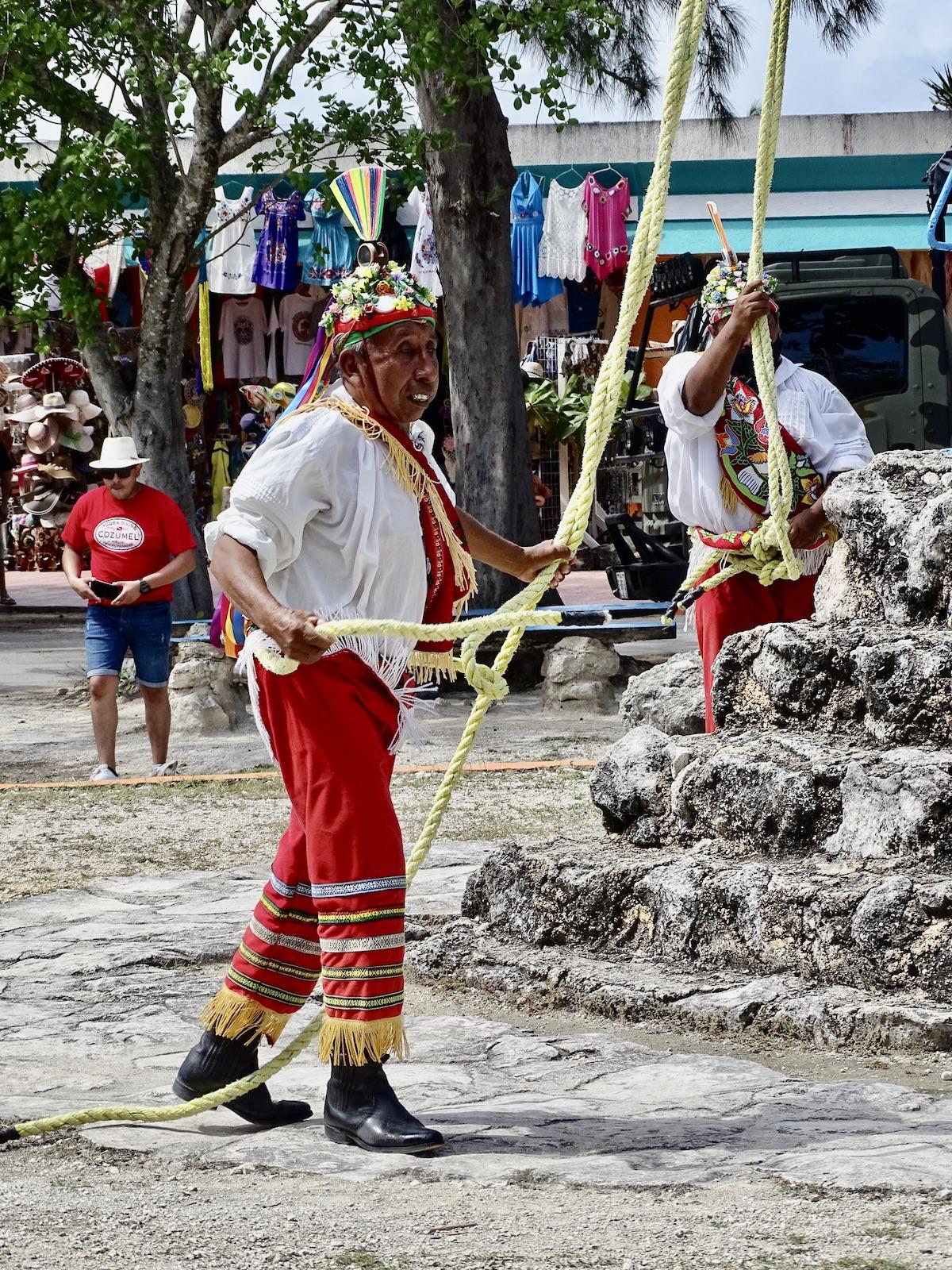 tulum-ruins-ruinas-mexico-indigena-maya-indigenous